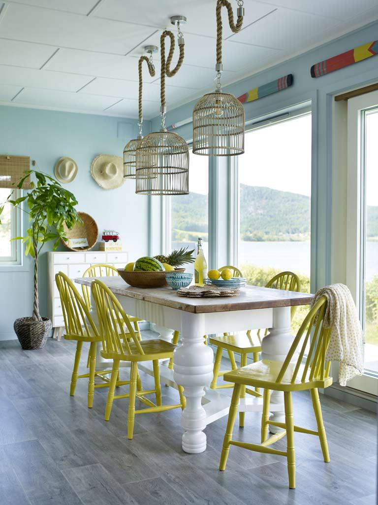 Spiseplass med SPONTAN gule stoler